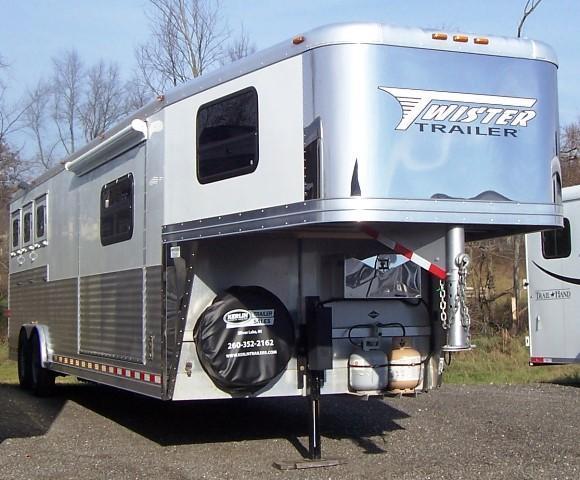 2009 Twister Longhorn Conversion Horse Trailer in Ashburn, VA