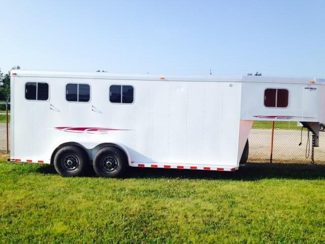 1999 Sooner Trailers 4 Dressing Room Awning Horse Trailer