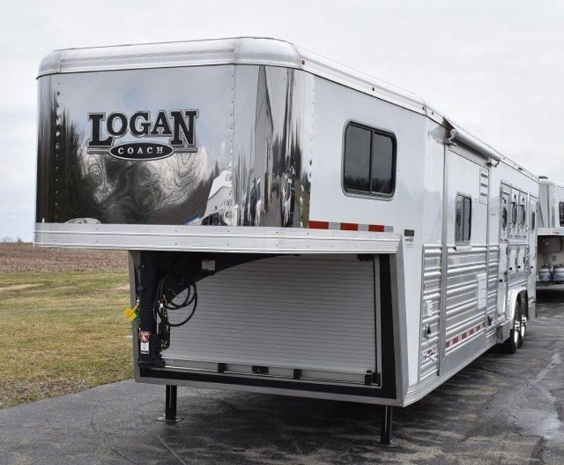 2019 Logan Coach Razor 814 Dual steps w/Platinum Pkg Horse Trailer