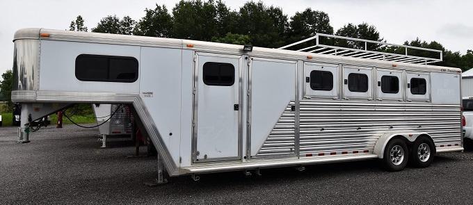 2002 CM Norstar Midtack Horse Trailer in Ashburn, VA