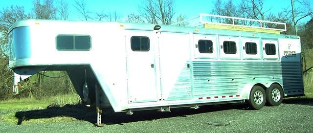 2002 CM Norstar Midtack Horse Trailer