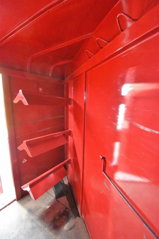 2000 CM Stock/Combo with Dressing Room Horse Trailer