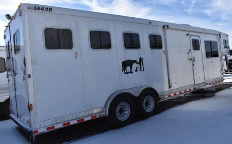 2004 Sooner 428 Horse Trailer