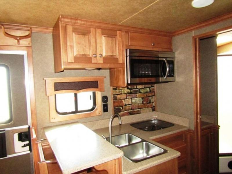 2016 Merhow 8311 Horse Trailer w/ Rear Kitchen w/Bar