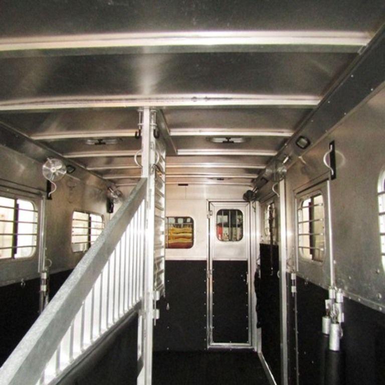 2009 Dream Coach 2+1 Straight Load Horse Trailer