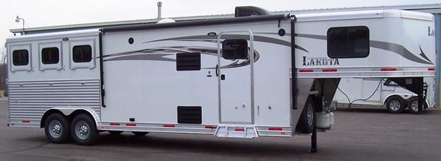 2018 Lakota Trailers Charger 8311 Front Wall Sofa Horse Trailer