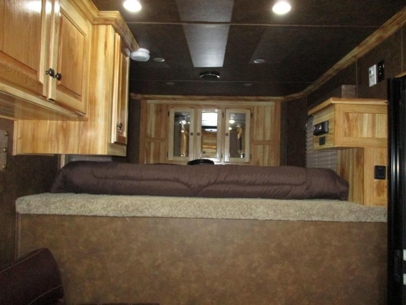 2019 Sundowner Trailers Horizon 6907 Horse Trailer