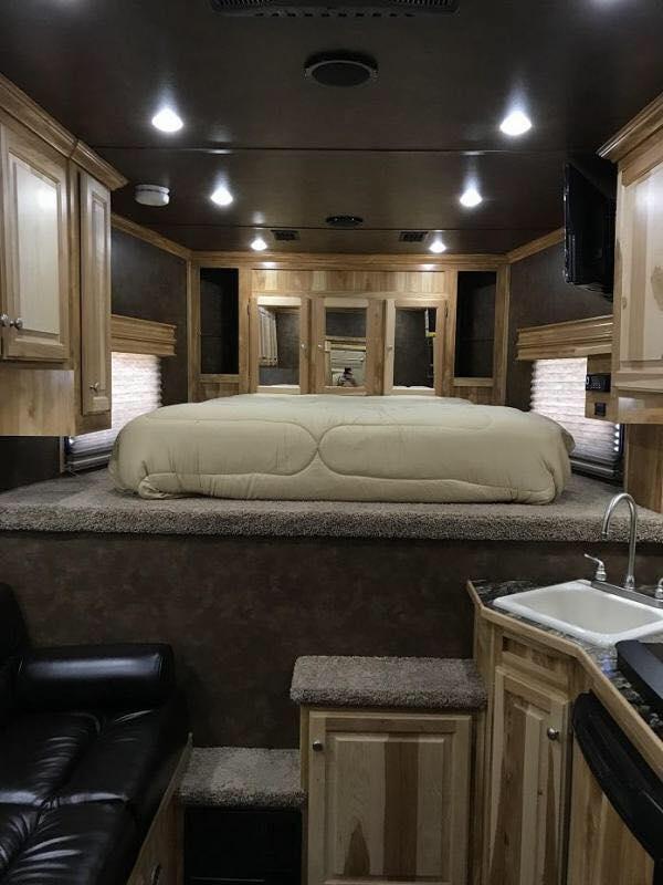 2019 43  Sundowner LIVING QUARTERS TRAILER WITH GARAGE FOR CAR