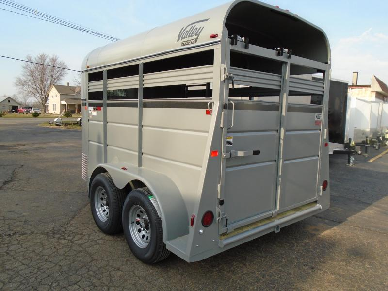 2018 American Hauler Industries 26011SP 11 stock two horse bp Livestock Trailer