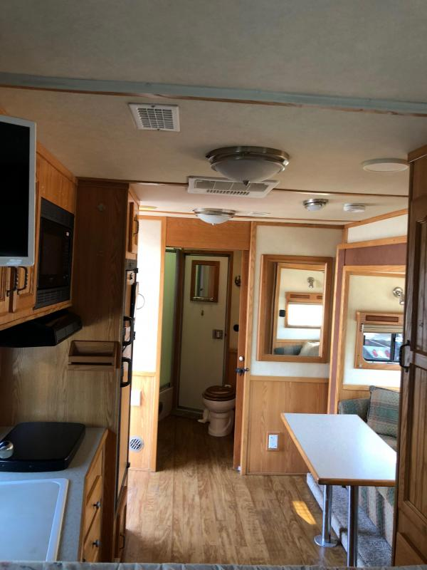 2005 Sundowner Trailers Grand Sierra 8011 3H LQ
