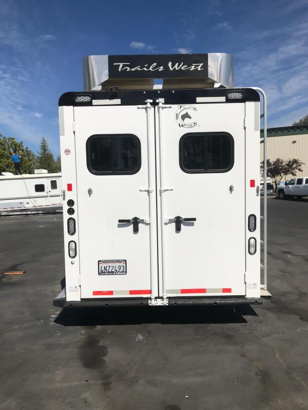 2016 Trails West Manufacturing Sierra 4H LQ Horse Trailer