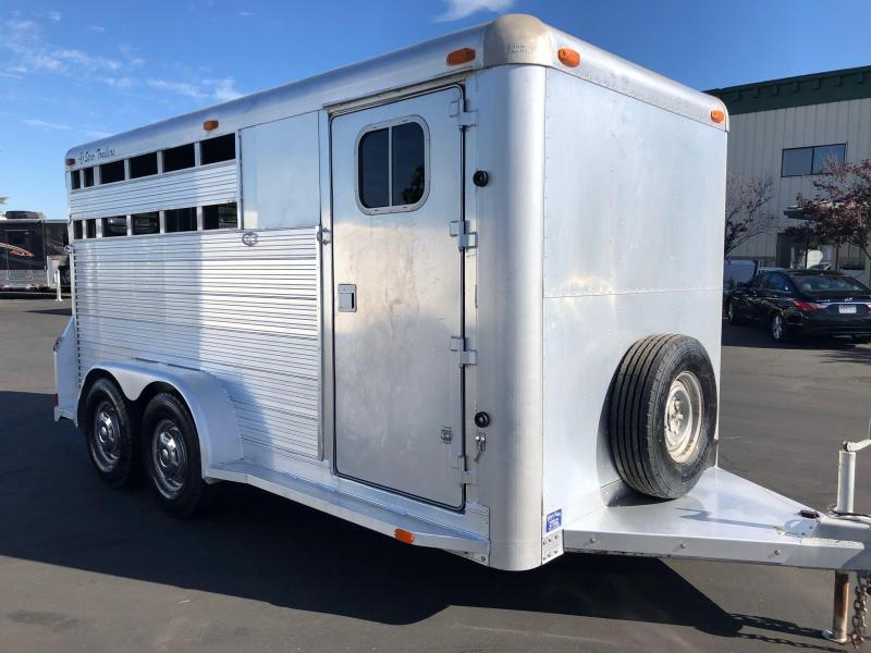 1992 4-Star Trailers BP 3H CARRIER Horse Trailer