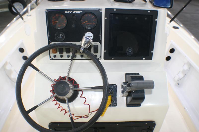 2003 Key West 1900 Sportsman Fishing Boat