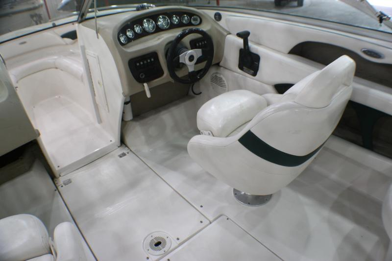 2001 Chaparral 216 SSI Runabout Boat