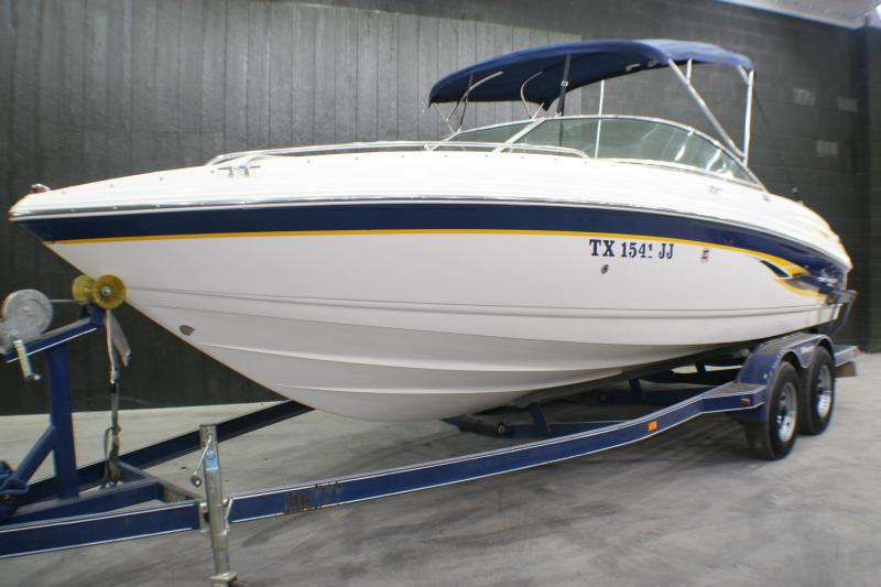 2000 Chaparral 230 SSI Runabout