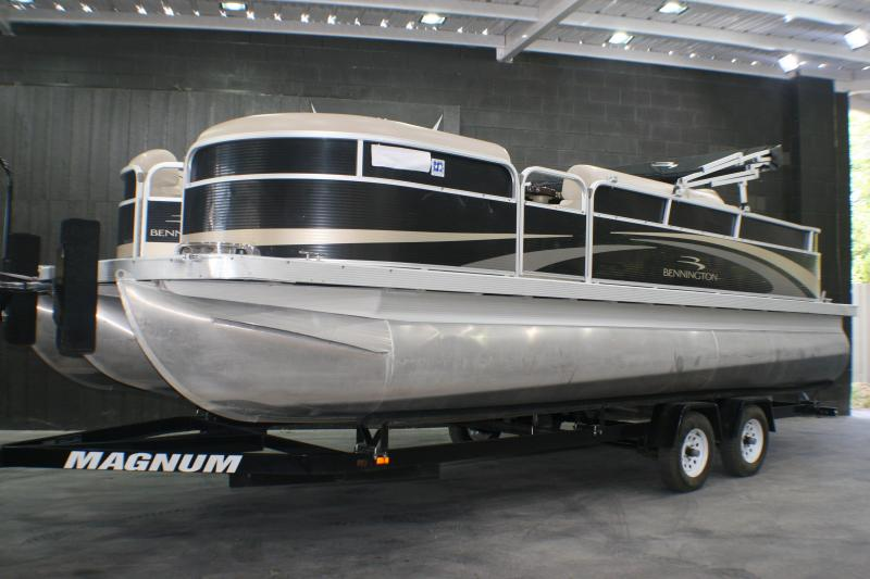 2011 Bennington 2250 GCW Pontoon Boat