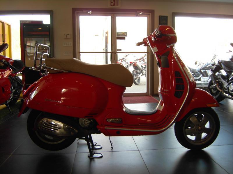 2007 Vespa GTS250 Scooter