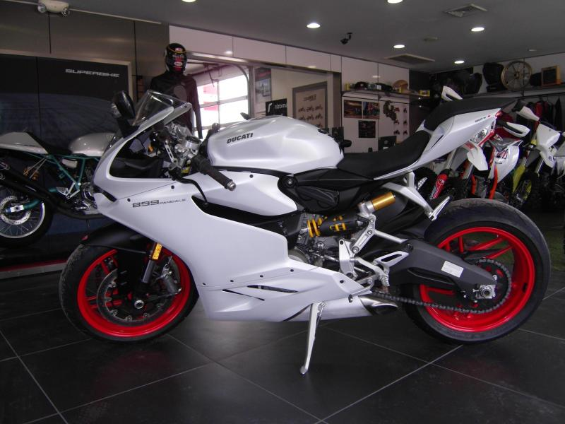 2014 Ducati 899 Panigale Star White Silk