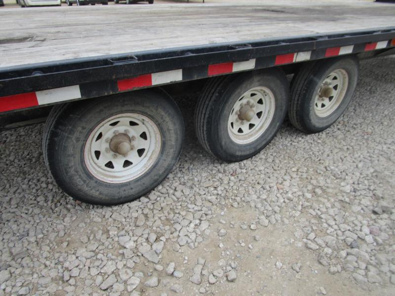 2007 PJ Trailers 28 GN Equipment Trailer
