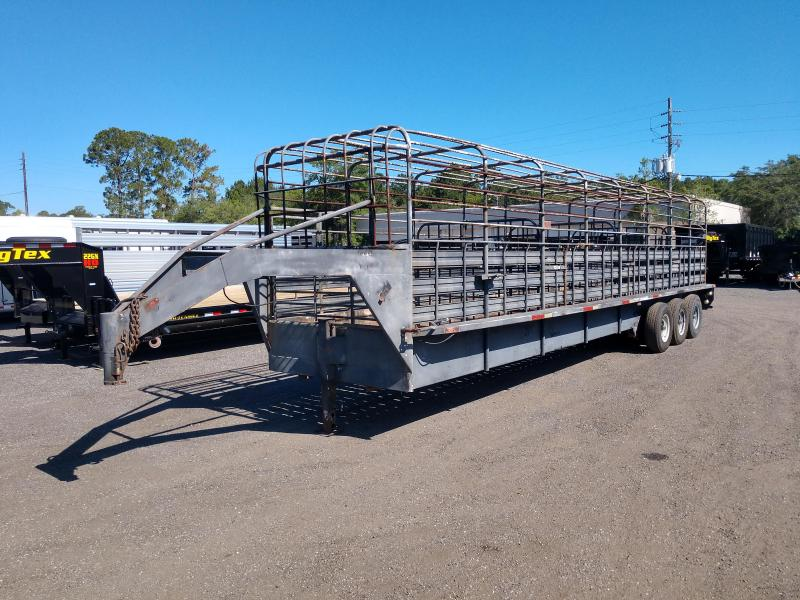 1999 HMDE 32' STOCK TRAILER W/ NEW AXLES