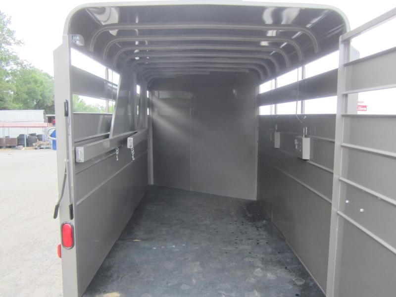 CMH0833-16 CM 6' X 16' (3)-HORSE 7' TALL DAKOTA W/ (2) DIVIDERS W/ TACK ROOM AND FLOOR MATS