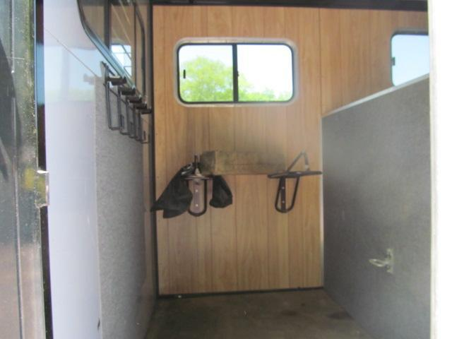 2009 Kingston Trailers Inc. 2H GN Brunswick With DR Horse Trailer