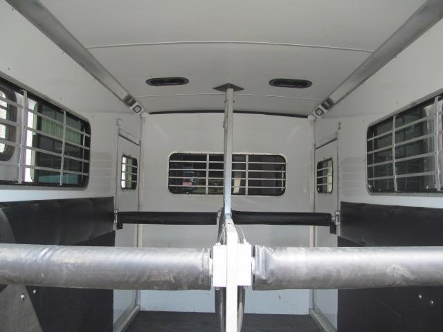 2006 Silver Star Trailers 2H GN with Dressing room Horse Trailer
