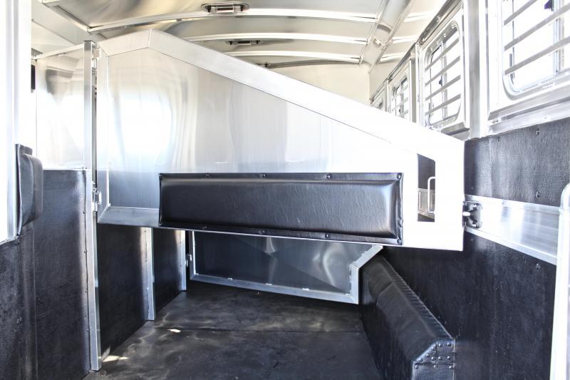 2018 Elite  4 Horse 10'8'' Shortwall by TrailBoss
