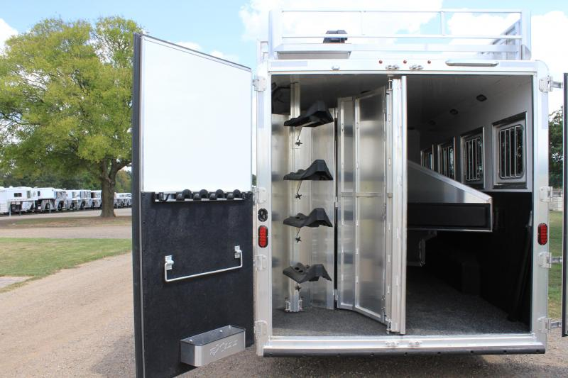 2019 Exiss 4 Horse with 12ft Shortwall w/ Slide out  Generator