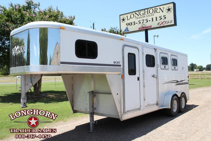 2004 Exiss Trailers 3 Horse Goosneck with 4ft Tack Room Horse Trailer
