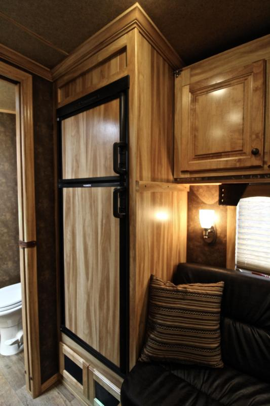 2018 Exiss 10.6ft Shortwall Stock Living Quarter with Generator