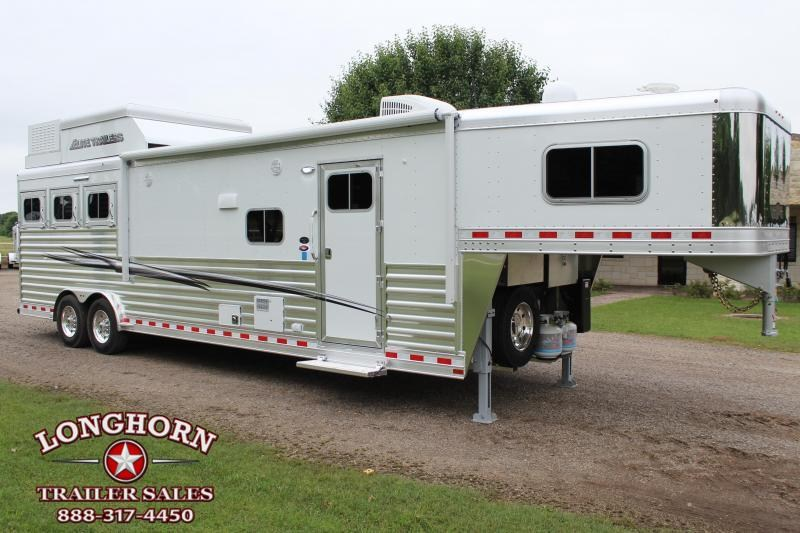 2020 Elite 3 Horse 14ft Living Quarter with Slide Out