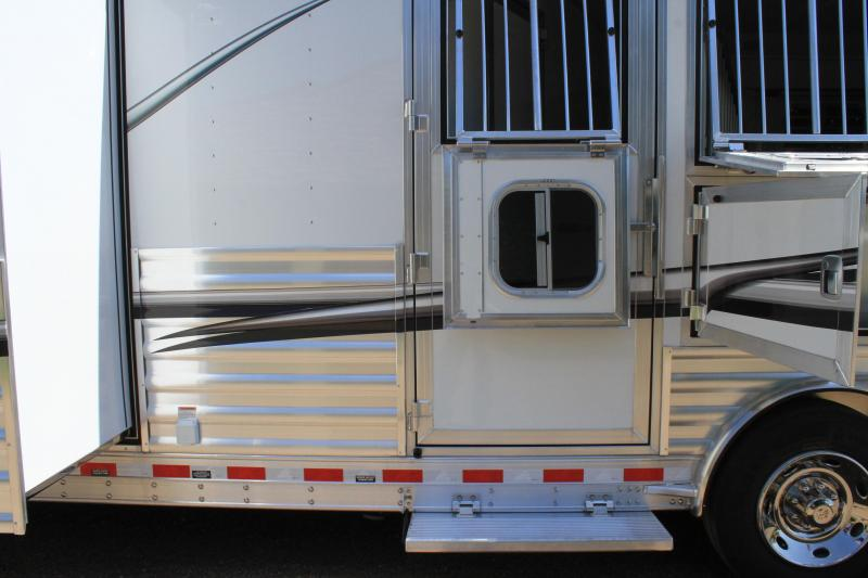 2020 Elite Trailers 3 Horse 15ft Shortwall with Slide Out