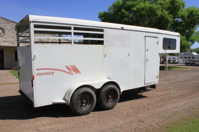2003 CM 2 Horse combo / weekender Horse Trailer