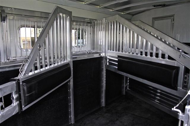 """2019 Elite Trailers 4 Horse 13'8"""" Shortwall SideLoad with Hay Pod Horse Trailer"""