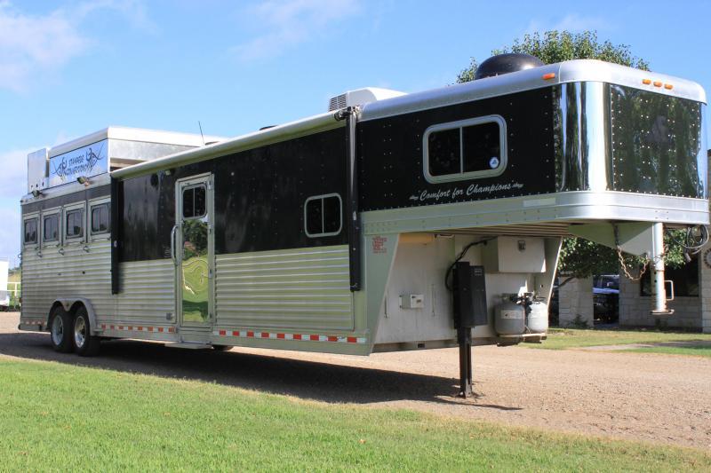 2006 Elite 4 Horse 15' Lq w/ Generator and Pod