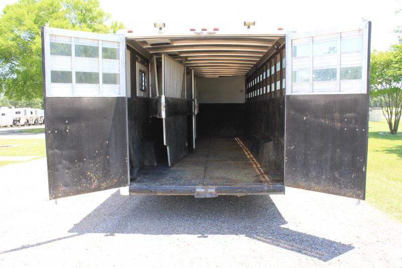 2005 Sundowner Trailers 7 Horse with Midtack and Front Tack Room Horse Trailer