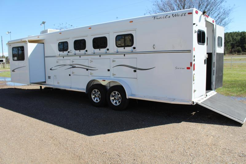 2008 Trails West 4 Horse 10ft LQ with Slide Out & Midtack
