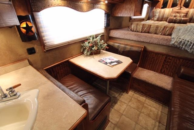 2007 Bloomer 4 Horse 17ft Living Quarter with Air Ride and Mudroom