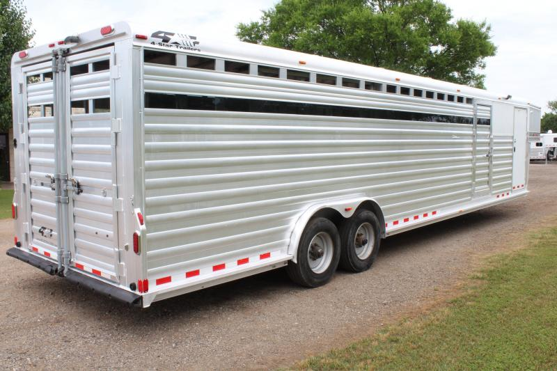 2015 4-Star 34ft Stock Combo with a 6ft Tack Room