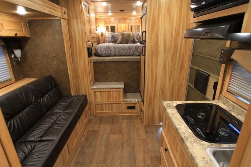 2019 Exiss 3 Horse 10.6 LQ with Slide Out