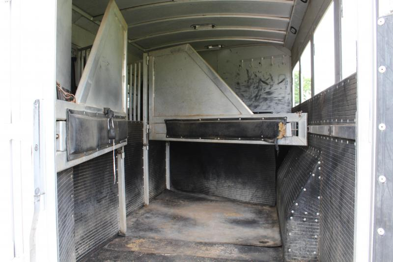 2007 Platinum Coach 4 Horse with 12ft Shortwall and Generator