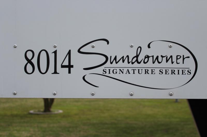 2009 Sundowner 3 Horse 14ft LQ Signature Series