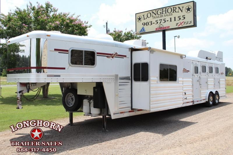 2007 Platinum Coach 4 Horse 18ft Living Quarter by Outlaw With Slide Horse Trailer in Ashburn, VA