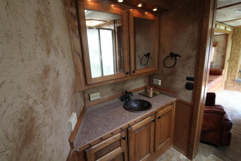 2007 Platinum Coach 4 Horse 18ft Living Quarter by Outlaw With Slide Horse Trailer