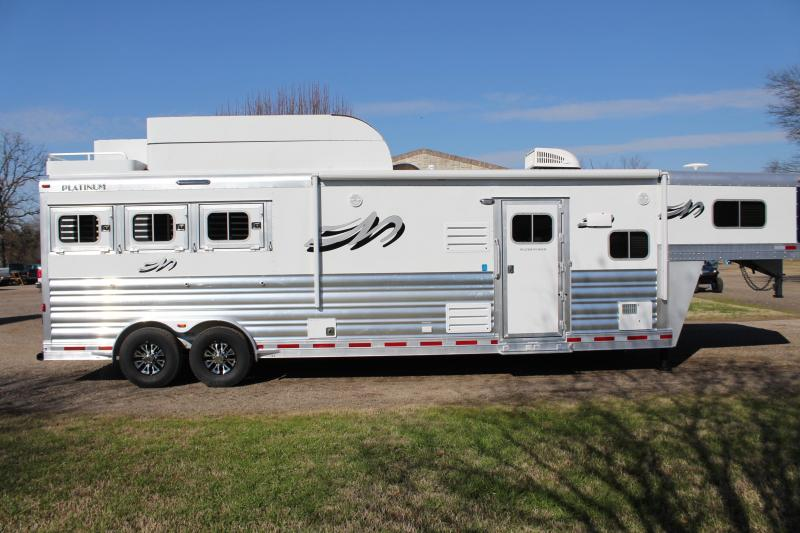 2019 Platinum 3 Horse 13Ft Living Quarter with Slide Out