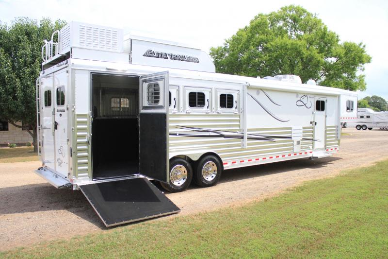 2019 Elite 4 Horse 13.8ft Resistol Edition / Side load