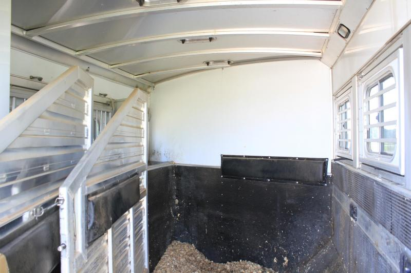 2013 Elite Trailers 3 Horse 17' Lq w/ Slide out & Mid-Tack