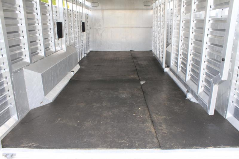 2017 Exiss 26ft Show Cattle with 6ft Tack Room with Side Ramp