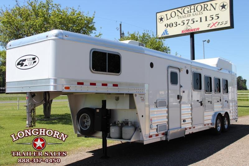 2017 4-Star 4 Horse with 8ft LQ and Generator